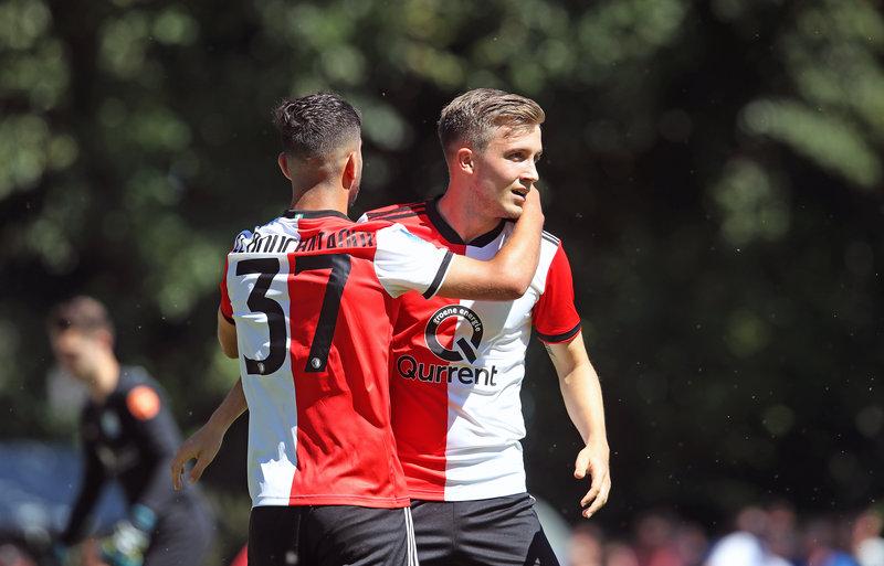 Feyenoord start seizoen met ruime zege in Putten