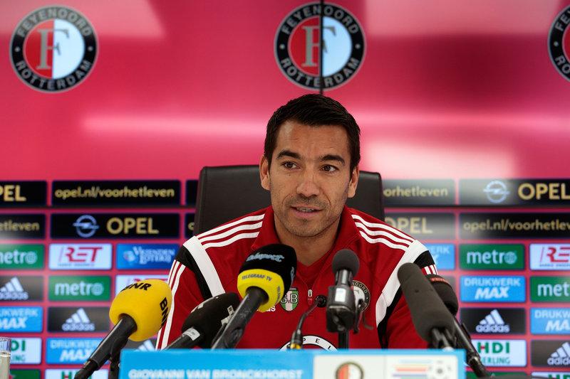 Van Bronckhorst: 'We gaan zondag vol voor onze kans'